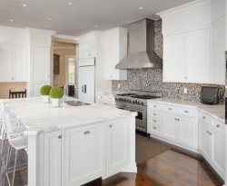 Kitchen-in-New-Luxury-Home-528719852_4000x2666-800x534